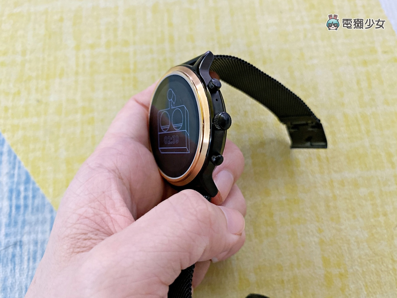 開箱|Fossil Gen 5 第五代智慧手錶,復古與科技的結合!不只外表好看,錶面隨你搭配!還可以通電話、運動訓練